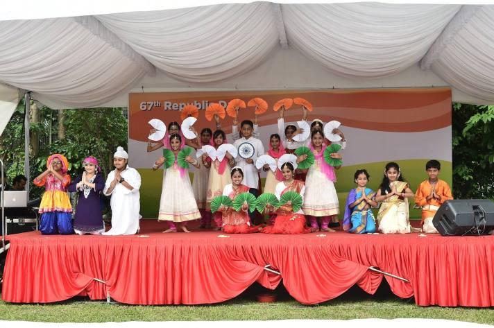 பள்ளிச் செல்வங்கள் - குடியரசு தினம் 2016 - Img (c) Indian Embassy Singapore